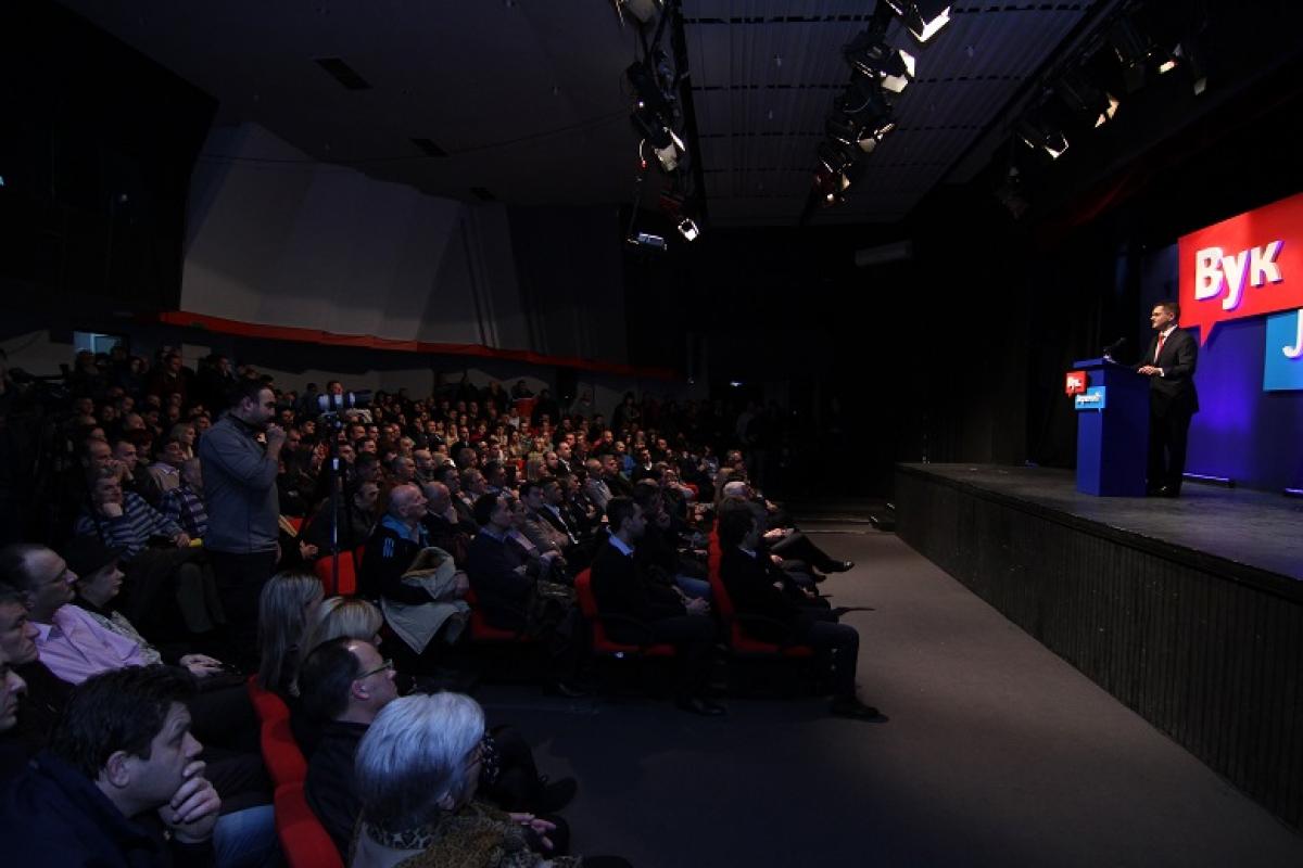 Јеремић у Крагујевцу: Вучић нема храбрости за ТВ дуел