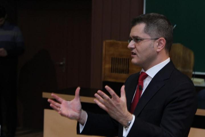 ЈЕРЕМИЋЕВ ТИМ: СНС активисти насиљем саботирали скуп, сејање страха неће успети!