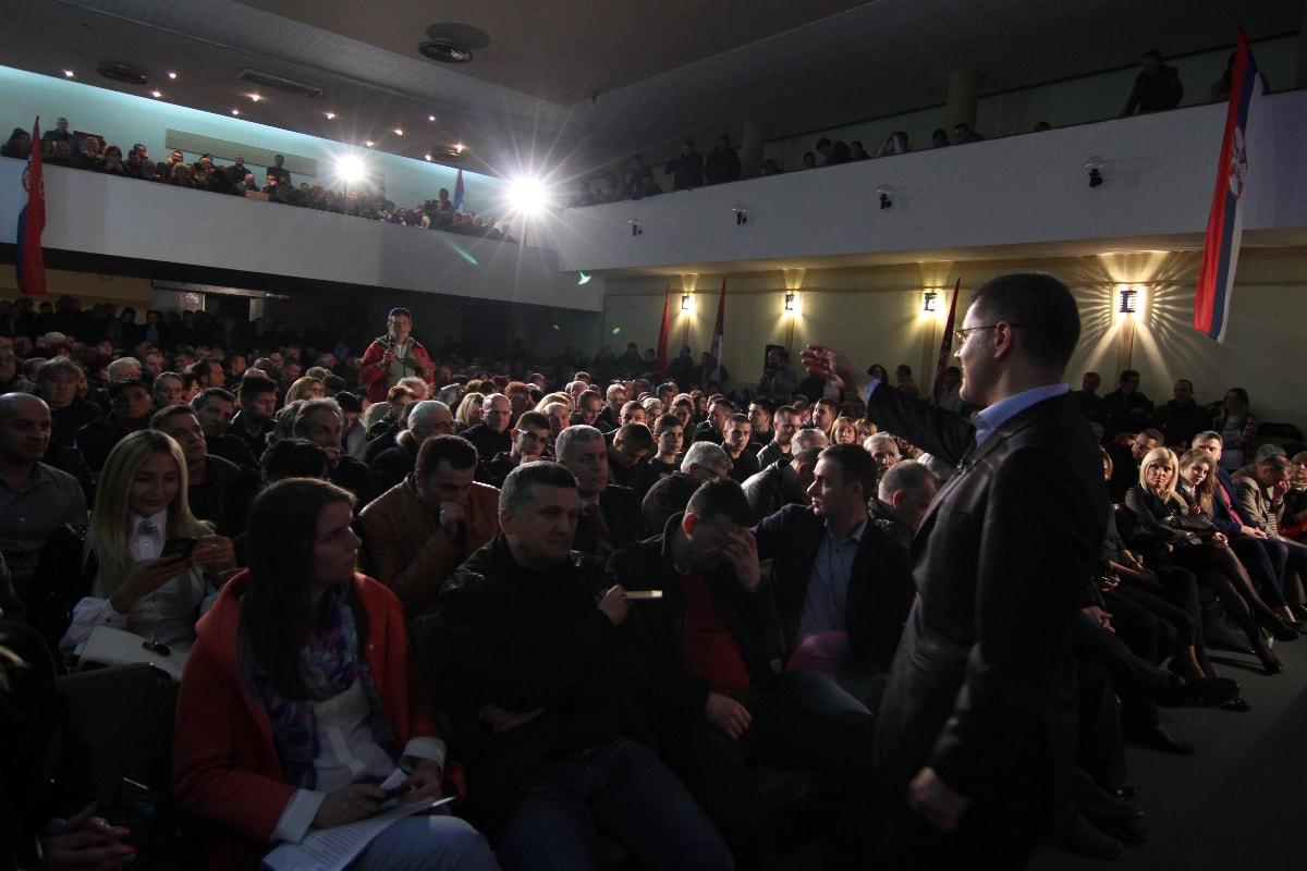 Јеремић у Краљеву: Србијом доминирају агресија и бахаћење